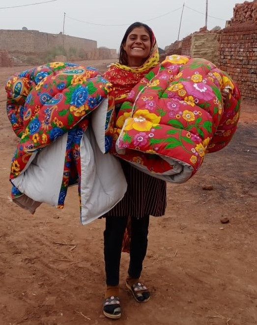 Decken werden verteilt